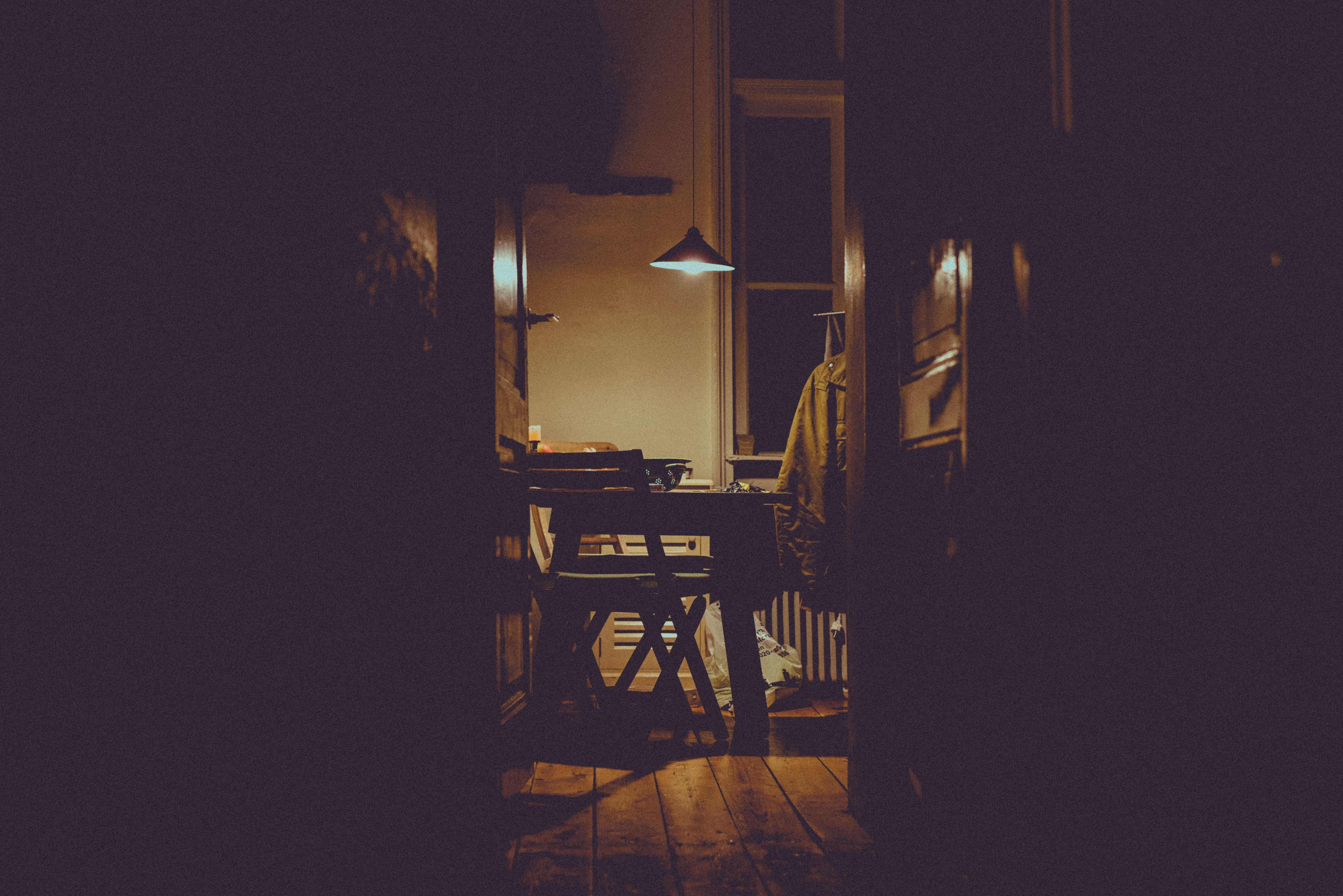 間接照明を導入し、夜を快適に過ごす方法を紹介する